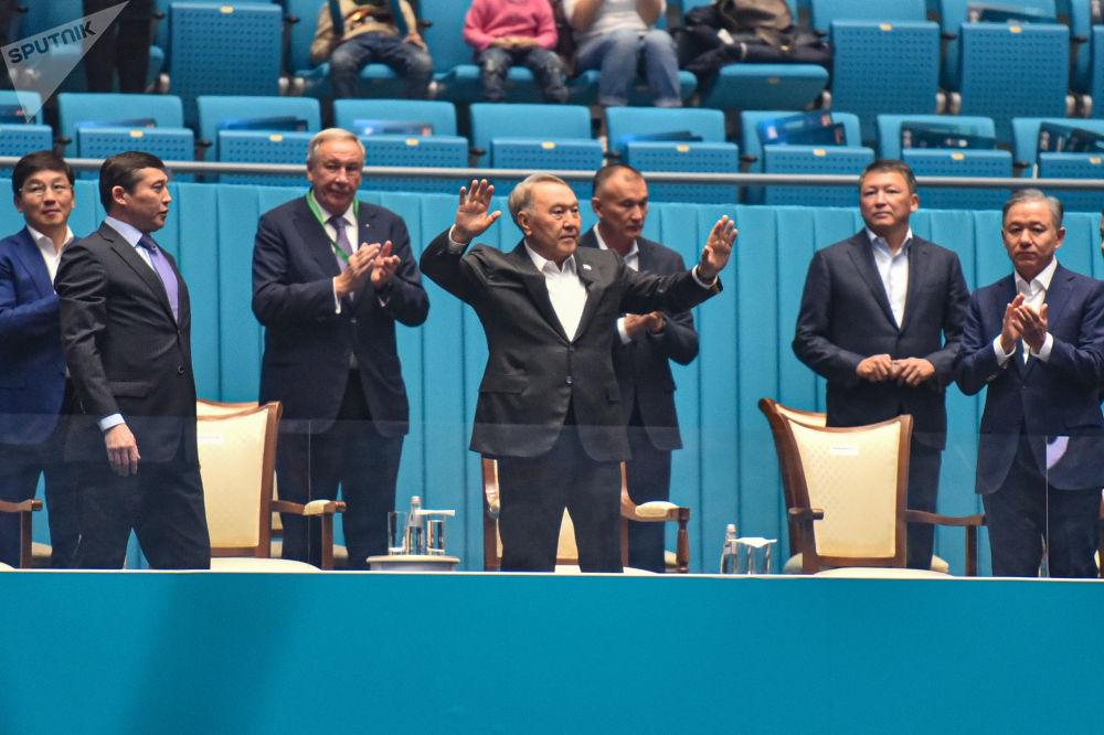 Первый президент Казахстана Елбасы Назарбаев на благотворительном матче между теннисистами Новаком Джоковичем и Рафаэлем Надалем