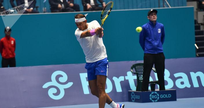 Благотворительный матч между теннисистами Новаком Джоковичем и Рафаэлем Надалем (на фото)