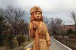 Деревянная скульптура на территории сквера Победы