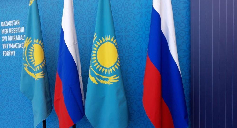 Флаги Казахстана и России на XVI форуме межрегионального сотрудничества
