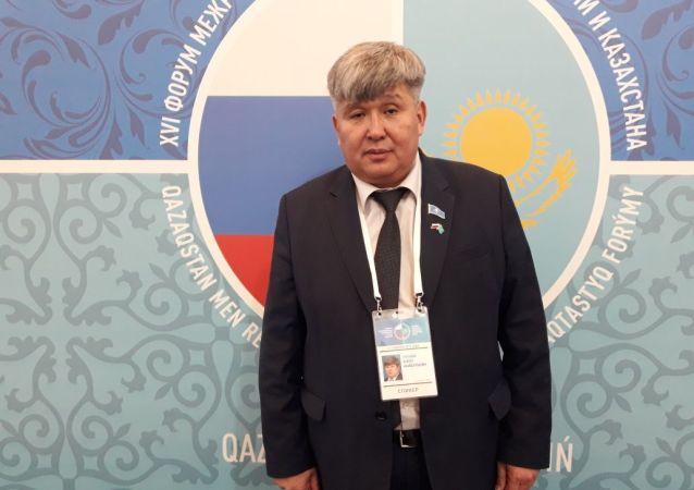 Председатель казахстанской ассоциации детско-юношеского туризма Кайрат Султанов