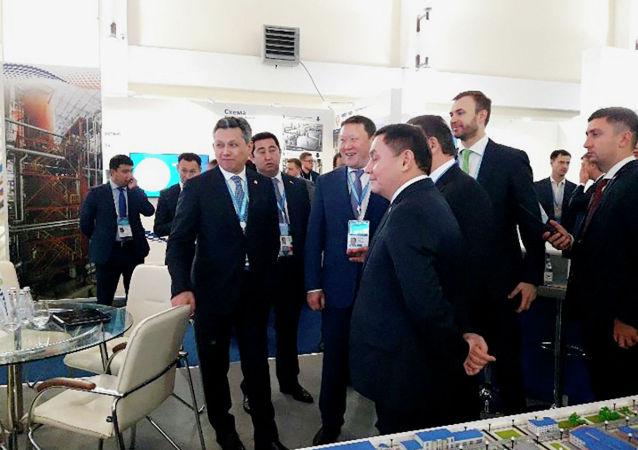 Бахыт Султанов на выставке высоких технологий