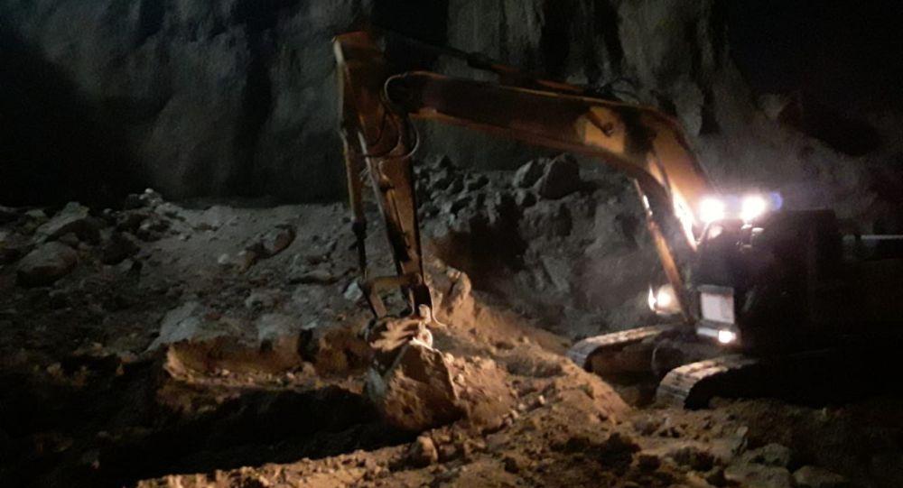 Обвал грунта произошел при рытье котлована в Шымкенте