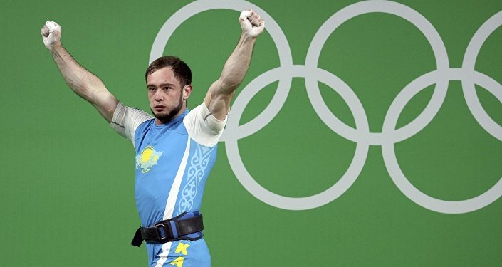 Казахстанский штангист Денис Уланов