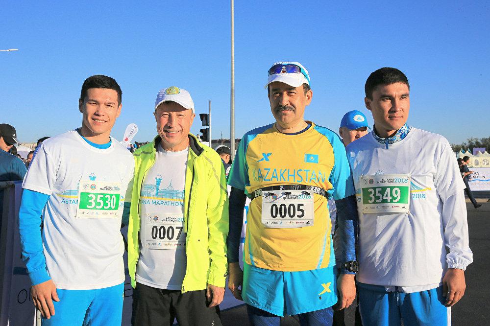 Карим Масимов с казахстанскими боксерами Д.Елеусиновым, С.Сапиевым и экс-акимом Астаны, ныне главой администрации президента РК Адильбеком Джаксыбековым.