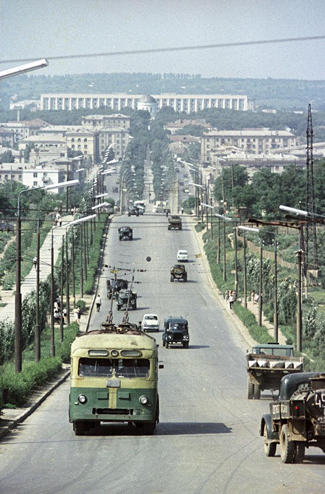 Шымкент қаласы (1992 жылғы дейін Чимкент деп аталған) - еліміздің ірі өнеркәсіп,сауда және мәдени орталықтарының бірі. Суретте: Чимкент 1964 жыл, Қазақ КСР