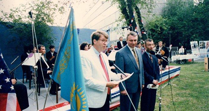 Первый посол США в РК Уильям Кортни, 4 июля 1992 года