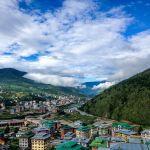 Загадочное королевство Бутан — это бережно сохраняемые традиции буддизма, головокружительные пейзажи Гималаев и масса древних монастырей, ступ и памятников.