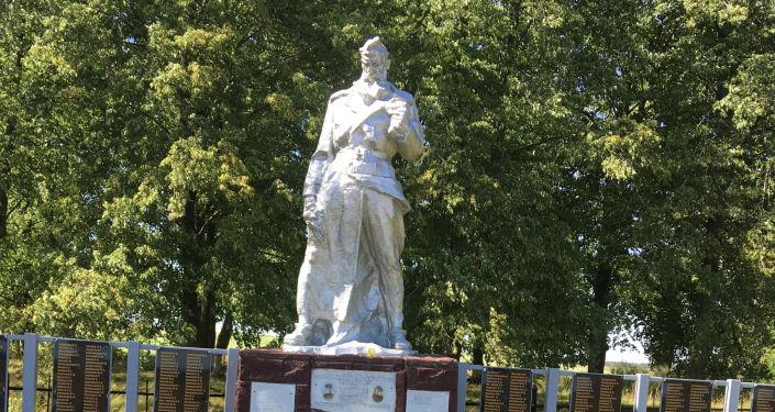 Братская могила в деревне Маковье Борисовского района Минской области, где похоронен Федор Озмитель