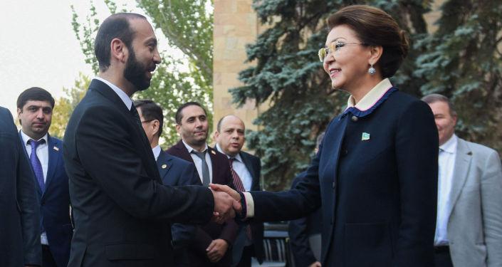 Спикер сената парламента Казахстана Дарига Назарбаева встретилась с председателем Национального собрания Армении Араратом Мирзояном
