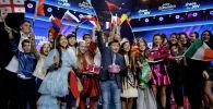 Ержан Максим Балалар Евровидениесінің ашылу салтанатында