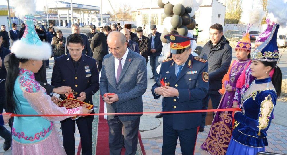 Димаш Ниязов на открытии фронт-офиса полиции в Туркестане