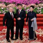 Президент Казахстана Нурсултан Назарбаев (слева) прибыл на приветственный банкет для Форума Пояс и дорога, организованного президентом Китая Си Цзиньпином и его женой Пэн Лиюань в Большом зале народных собраний в Пекине, Китай, в пятницу, 26 апреля 2019 года