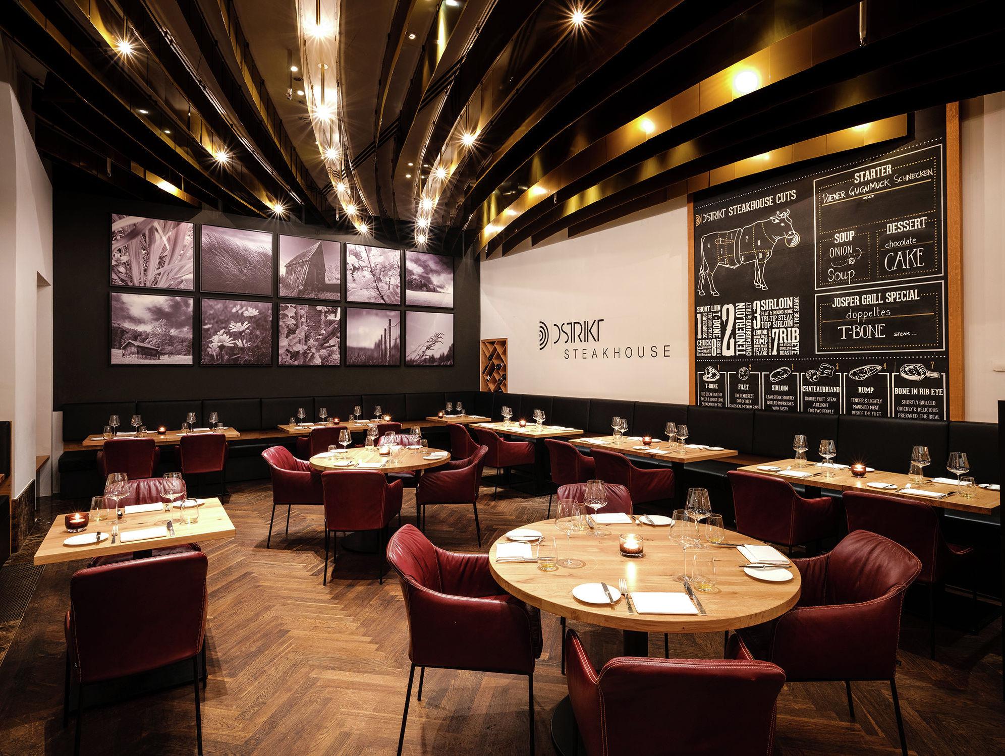 Dstrikt Steakhouse - ресторан, который побалует как классическими австрийскими блюдами, так и авторскими шедеврами от знаменитого шеф-повара Вини Брюггера