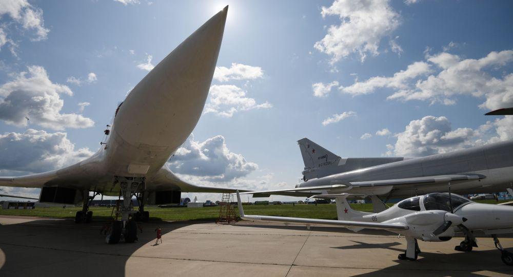 Кеңестік стратегиялық бомбалаушы-зымыран тасығышы Ту-160