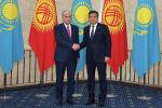 Президент Казахстана Касым-Жомарт Токаев, прибывший с государственным визитом в Кыргызстан, и глава кыргызского государства Сооронбай Жээнбеков