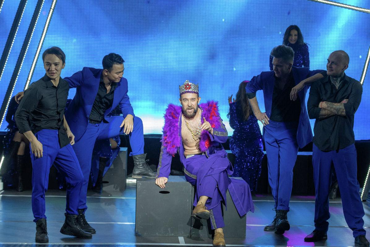 В спектакле играли заслуженные деятели культуры Казахстана, студенты школы искусств Карины Сарсеновой, шоу-балет VIVAT, а также многие другие