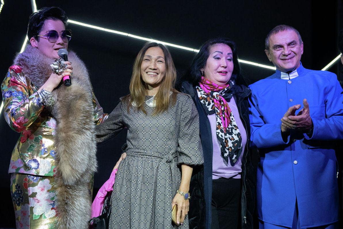 В Алматы в экспериментальном театре ТРИУМFF прошла премьера музыкального спектакля В кубе