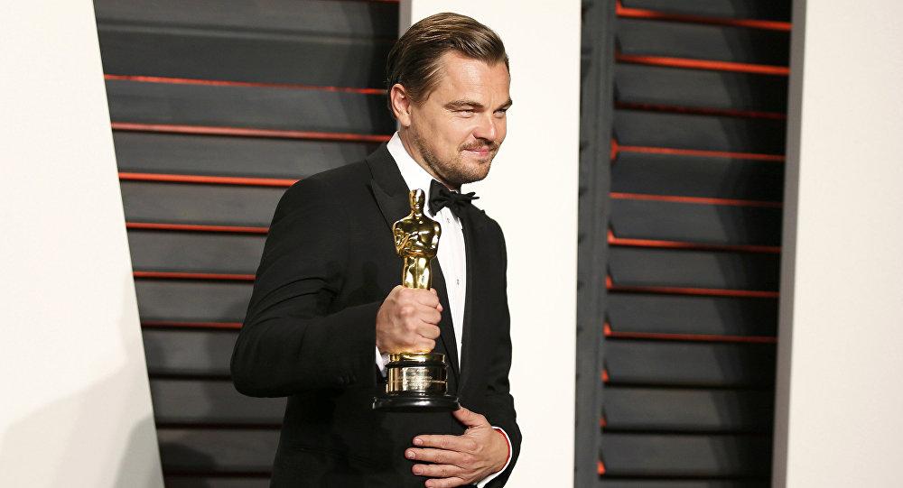 Леонардо Ди Каприо с наградой Оскар
