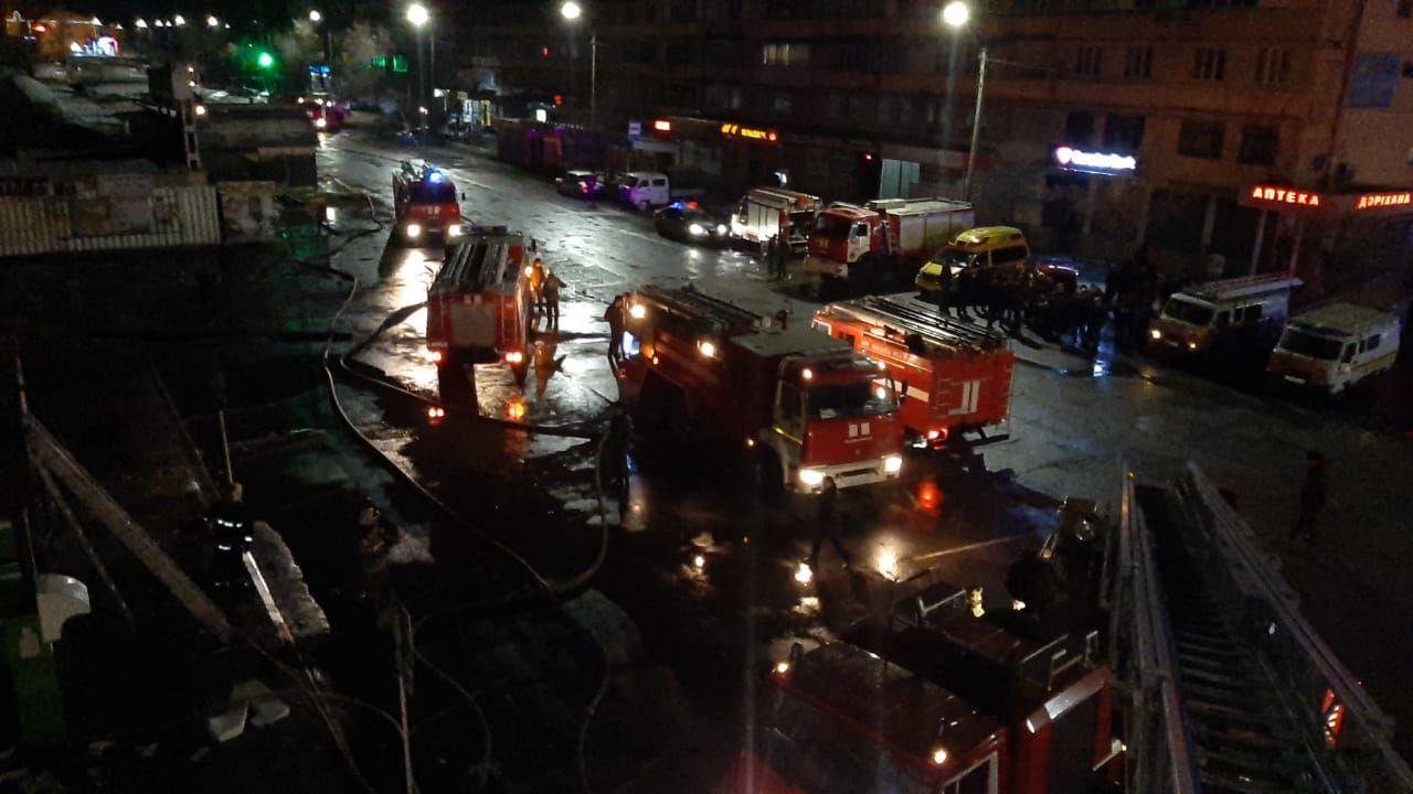 Пожар в двухэтажном здании супермаркета Эврика в Таразе
