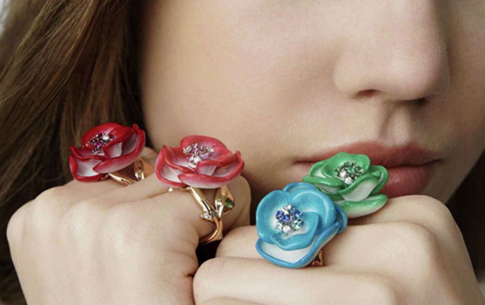 Двадцатилетие ювелирного направления модного дома Dior ознаменовалось новой коллекцией колец Rose Dior Pop, вдохновленной розами