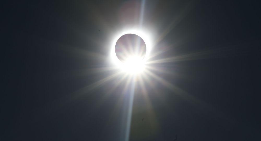 Полное солнечное затмение, архивное фото
