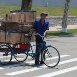 Местный житель на одной из улиц Пхеньяна