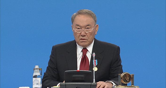 Назарбаев сказал спасибо казахстанцам