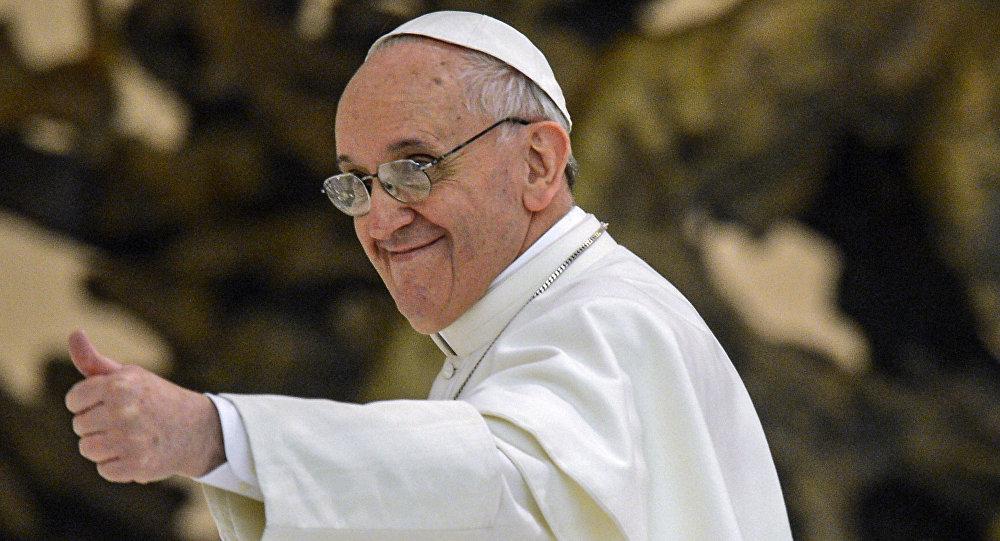 Папа римский вдень своего 80-летия провел ленч сбездомными