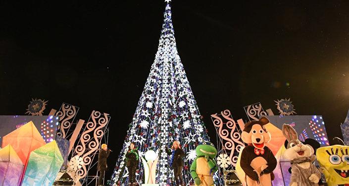Елочка гори: главное новогоднее дерево страны зажгли в Астане