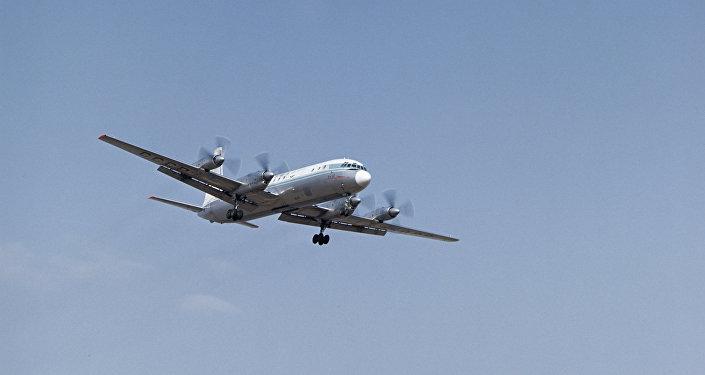 Советский самолет ИЛ-18