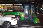 Автобус и кроссовер столкнулись на ул. Макатаева