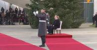 Меркель сидя слушала гимн Казахстана перед переговорами с Токаевым - видео