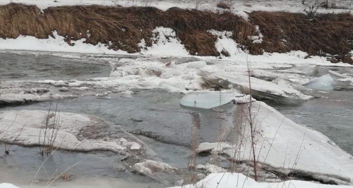 Трубопровод прорвало на Лениногорском каскаде гидроэлектростанции в Риддере