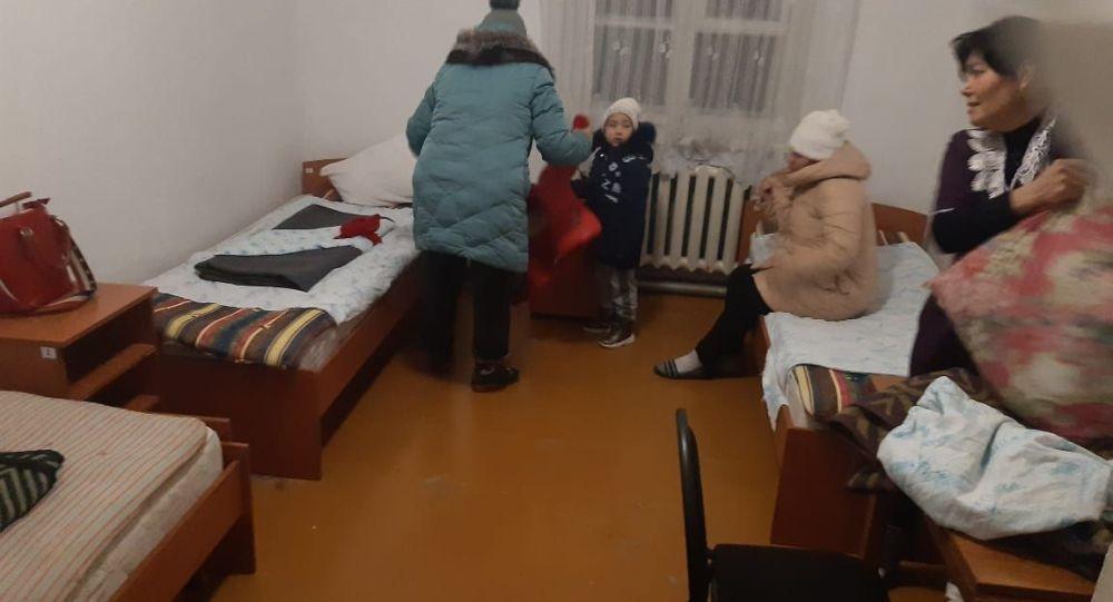 Пассажиры размещены в пункт обогрева - пришкольный интернат