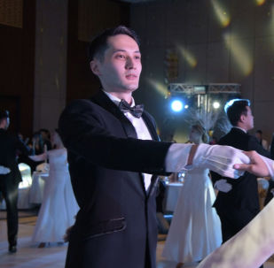Дебютанты Зимнего бала покорили публику своим танцем – красивое видео