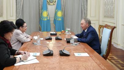 Нұрсұлтан Назарбаев КСРО халық әртісі, опера әншісі Бибігүл Төлегеновамен кездесті