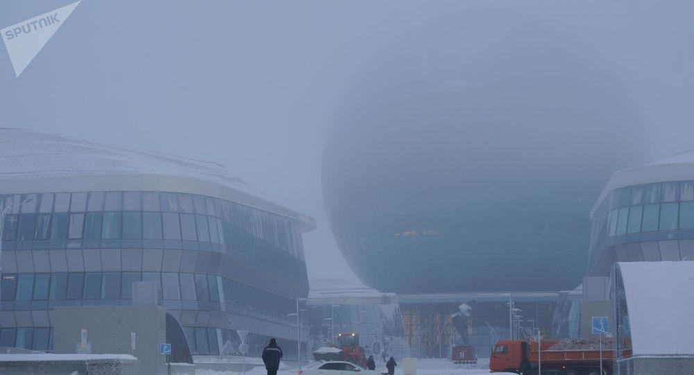 Павильон Экспо в тумане