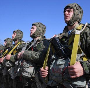 Российские десантники во время учений, архивное фото
