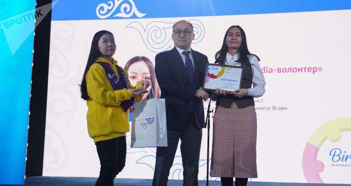 Республиканский форум волонтеров проходит в столице Казахстана сегодня, 11 декабря. В столицу приехали 1 500 участников со всего Казахстана, а также представители стран СНГ и Европы