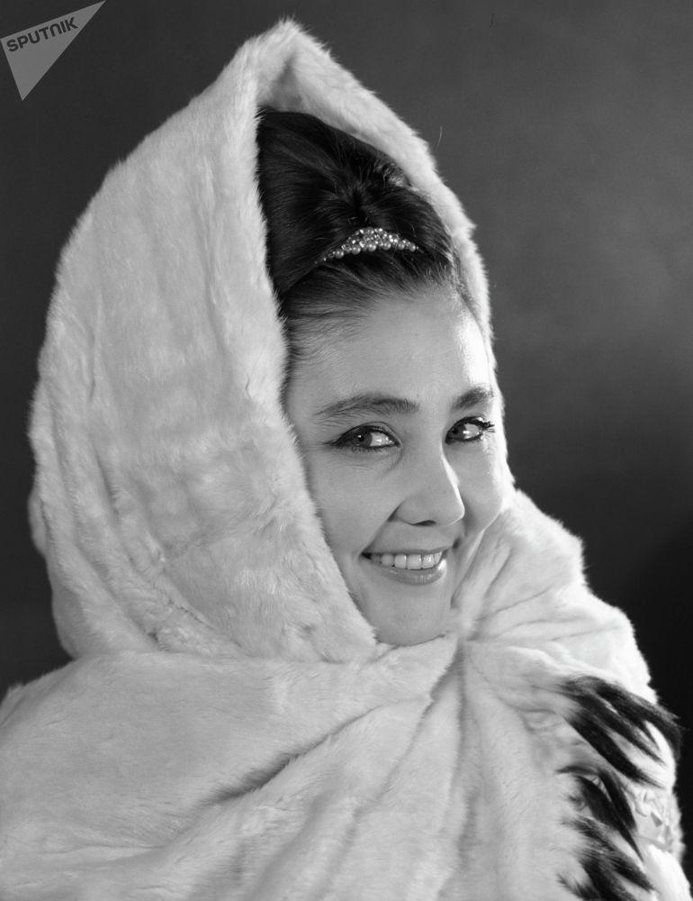 Қазақстанның халық әртісі Бибігүл Төлегенова. 1967 жыл Опера әншісі Бибігүл Төлегенова 1929 жылы 16 желтоқсанда Шығыс Қазақстан облысы Семипалатинск қаласында (қазіргі Семей) туған.