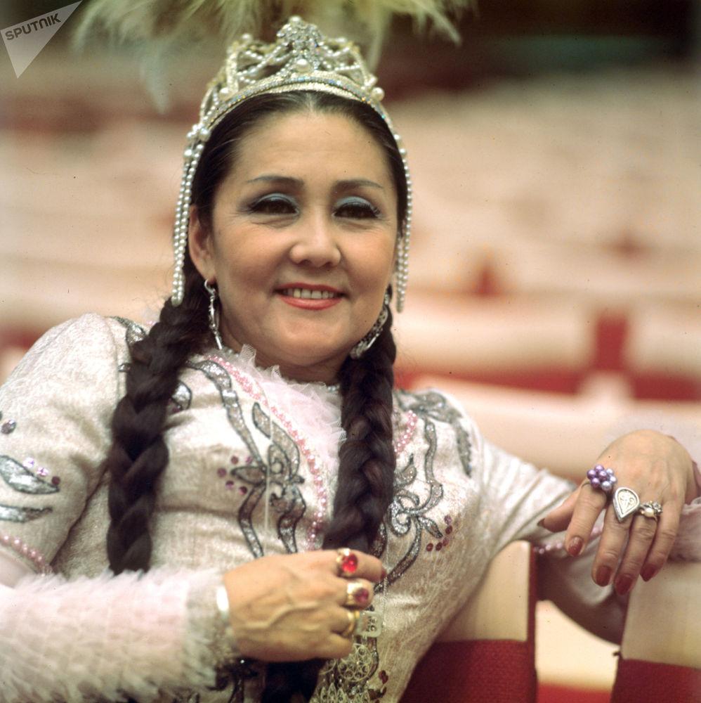 КСРО халық әртісі, опера әншісі Бибігүл Ахметқызы Төлегенова. 1982 жыл Оны ұлттың мақтанышы деп атайды. Ол қазақстандық музыка өнері тарихындағы бір дәуірдің бейнесіндей.