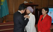 Предпринимательница из Тараза Анар Бексултанова получила госнаграду - медаль Шапагат