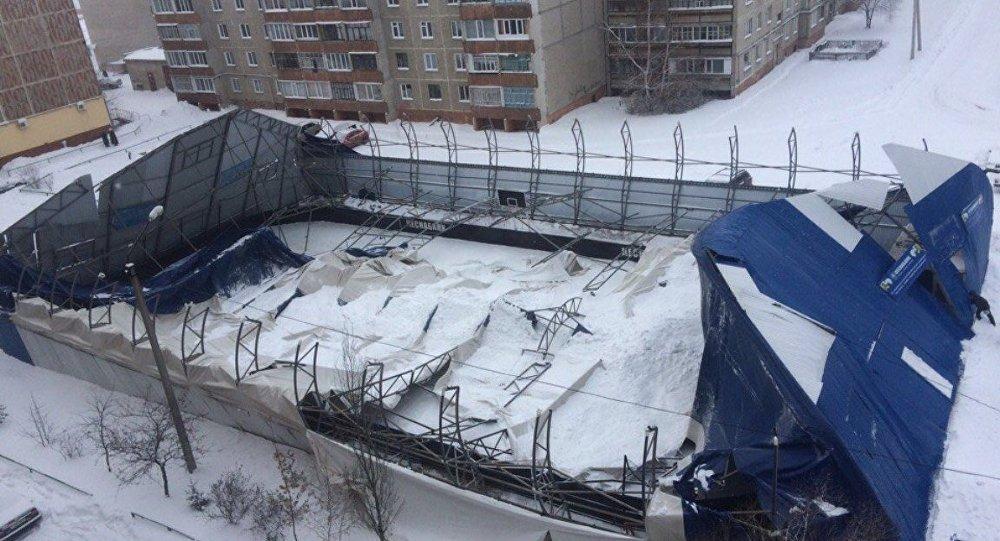 Крыша крытого катка рухнула в Петропавловске