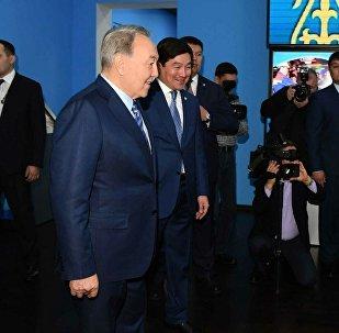 Назарбаев Алматының жаңа музейінде домбыра тартты