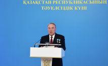 Нурсултан Назарбаев во время торжественного концерта накануне Дня независимости Казахстана