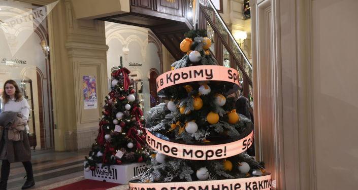 Цифровая елка расскажет, как зовут, к примеру, молдавского Деда Мороза, какие традиционные рождественские угощения подают в Эстонии или что принято подавать на стол в Новый год во Франции и Италии