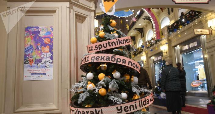 Уникальный инновационный арт-объект Sputnik проводится уже в 12-й раз – это часть проекта Новогодние елки в ГУМе на Красной площади