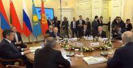Владимир Путин принимает участие в заседании ВЕЭС