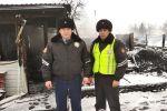 Пожарные, вынесшие из огня двоих детей